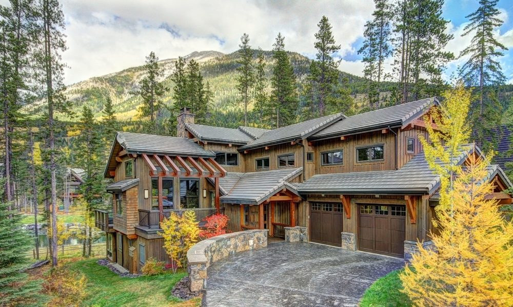 Mountainside Luxury Home in Canmore